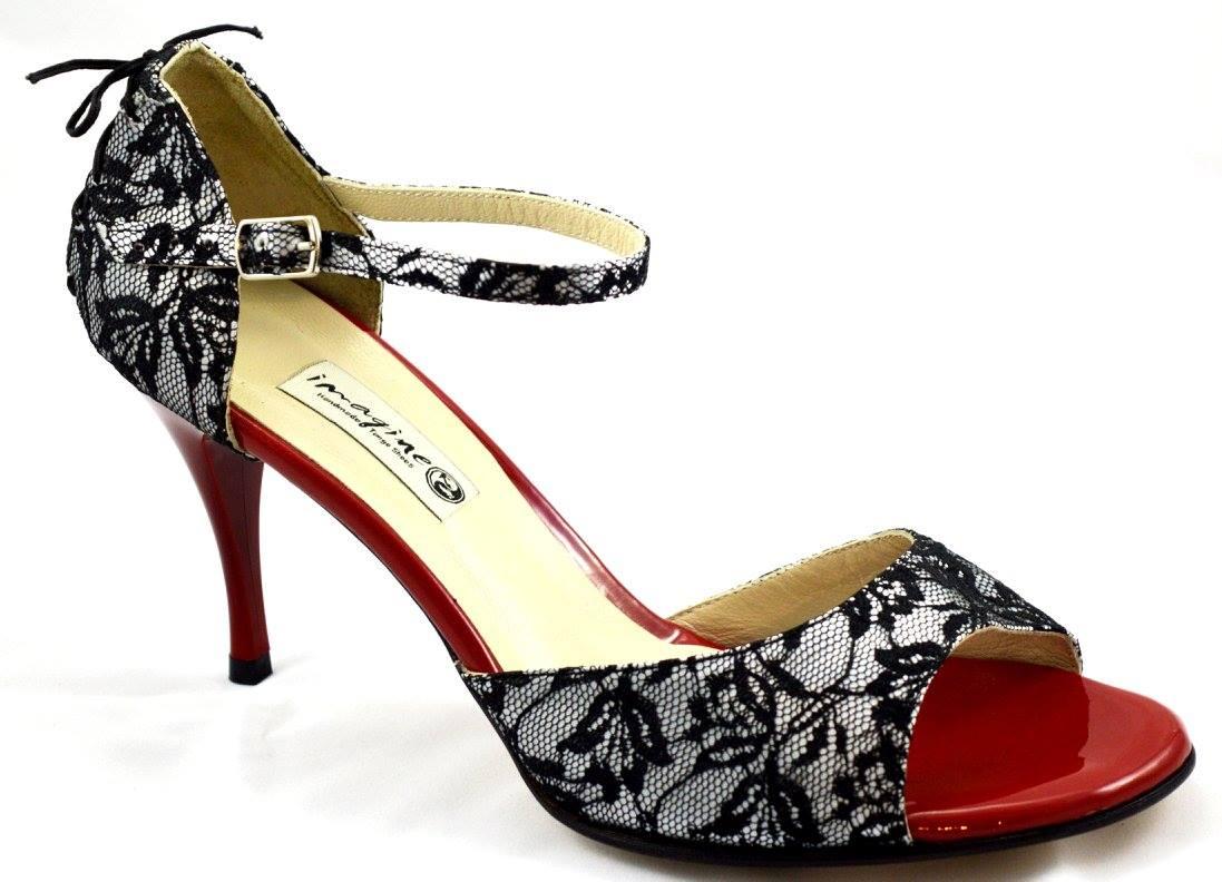 Γυναικείο παπούτσι tango open toe από μαύρη δαντέλα και κόκκινο λουστρίνι