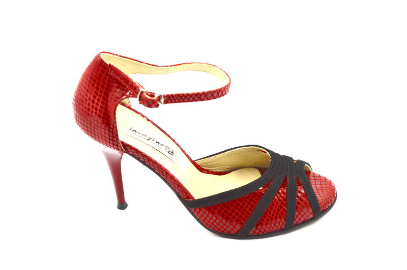 Γυναικείο παπούτσι tango peep toe από εντυπωσιακό κόκκινο φίδι και μαύρο σουετ δέρμα
