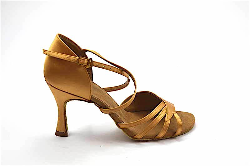 Γυναικείο παπούτσι Λάτιν από ανοιχτό μπεζ σατέν