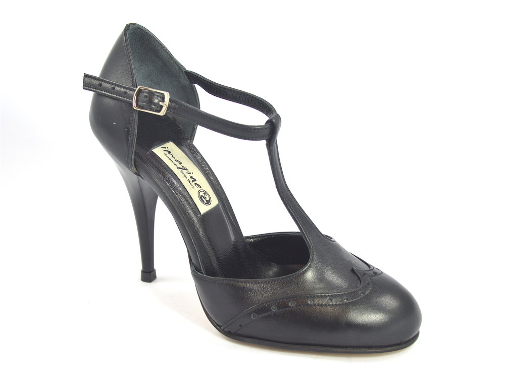 Women Argentine Tango Dance Shoes, closed toe style, with black soft leather