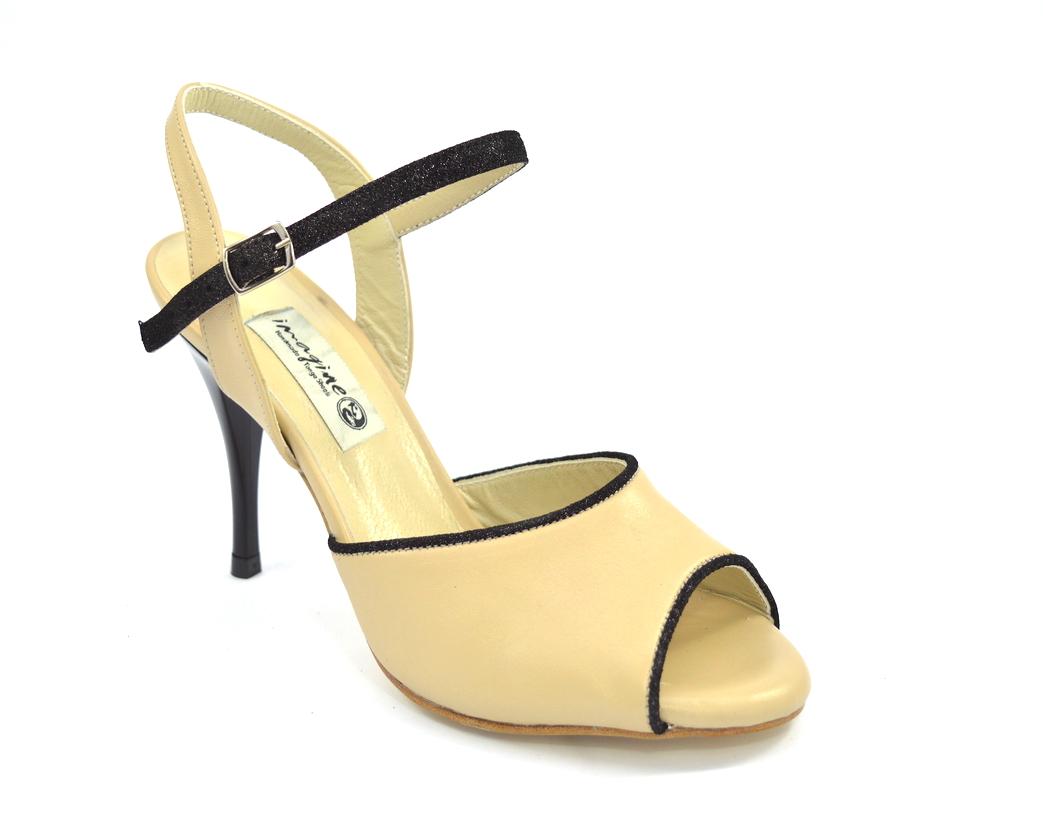 Γυναικείο παπούτσι tango από μπεζ δέρμα με μαύρο λουράκι